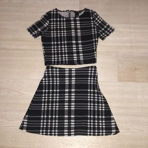 This is a matching set. It's black and white.